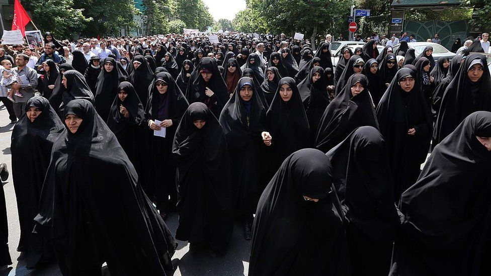 Conservatives demand Iran's government enforces the dress code in public (16 May 2014)