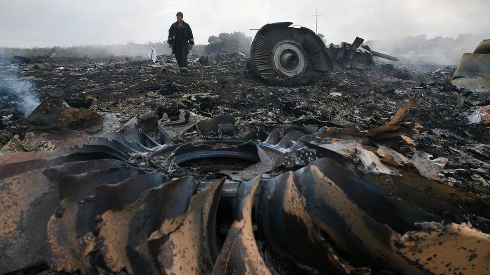 An Emergencies Ministry member walks at a site of a Malaysia Airlines Boeing 777 plane crash near the settlement of Grabovo in the Donetsk region (July 17, 2014)