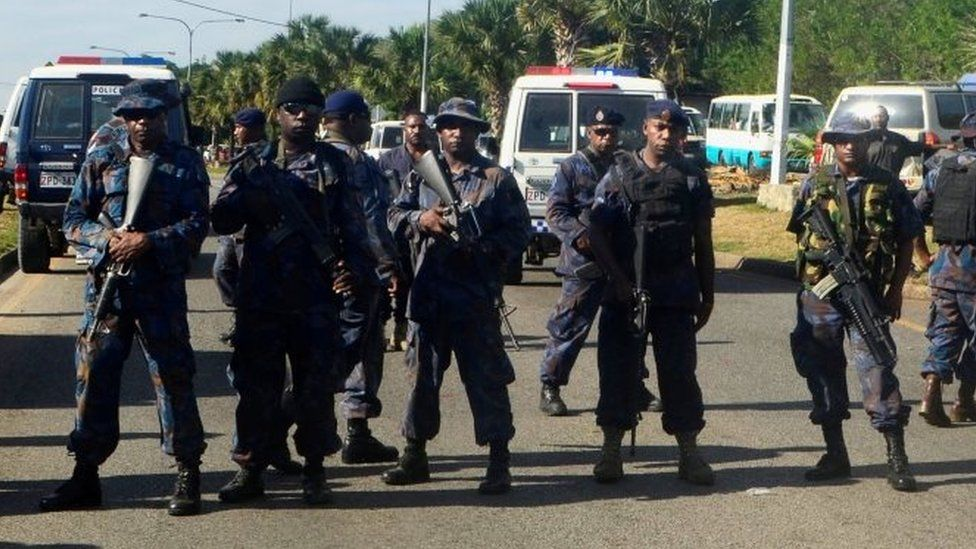 Armed police form a roadblock in Port Moresby. Photo: 8 June 2016