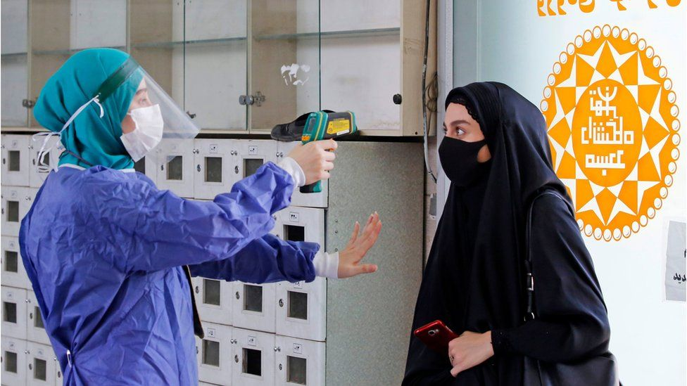 Iranian woman gets her temperature checked as she arrives at a mosque (30/07/20)