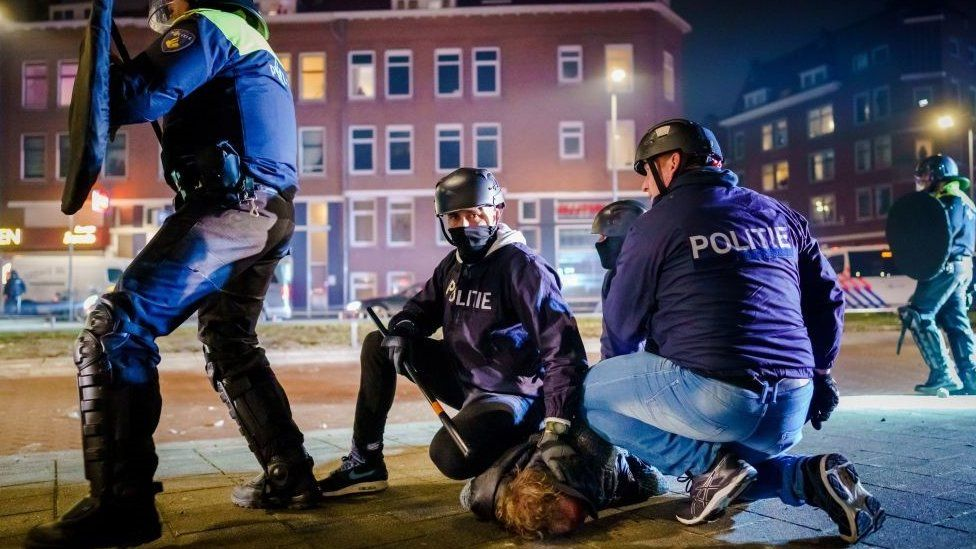 Covid: Curfew riots hit Netherlands for third night thumbnail