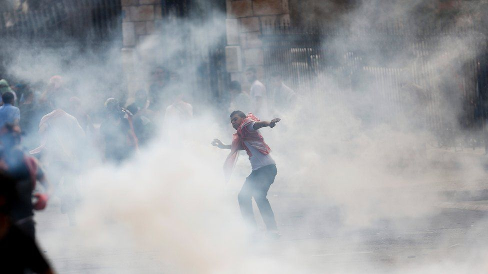 A Palestinian protester throws a stone at Israeli forces in the West Bank city of Bethlehem (13 October 2015)