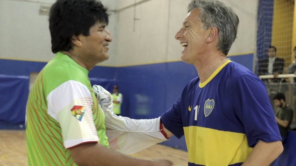 Argentine president-elect Mauricio Macri plays shakes hands with Bolivia's President Evo Morales