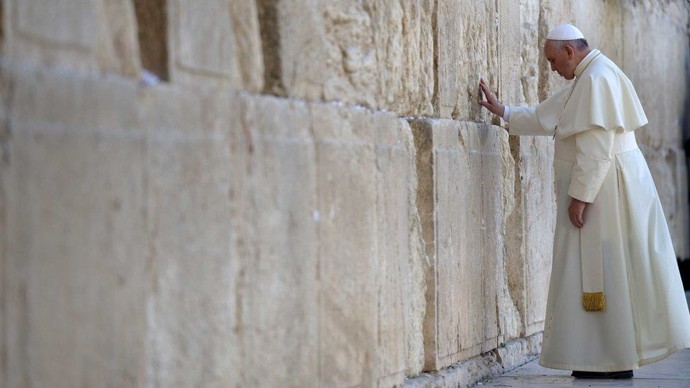Pope Francis visits the Western Wall, Judaism's holiest site, in Jerusalem's Old City, on May 26, 2014 in Jerusalem, Israel