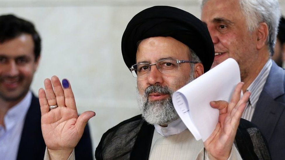 Ebrahim Raisi after registering his candidacy for the presidential elections at the ministry of interior in Tehran (14 April 2017)