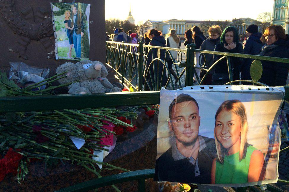 Memorials at Palace Square