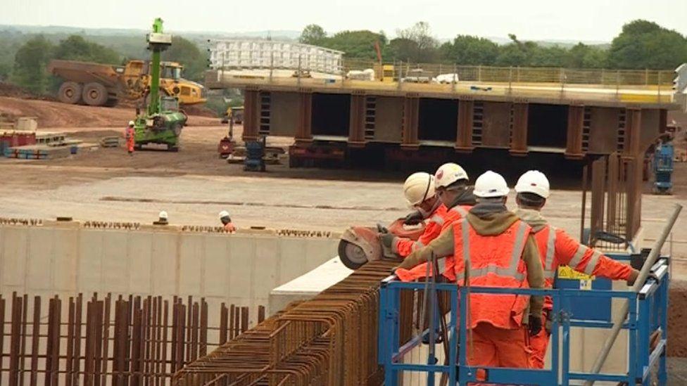 Workmen on the M1