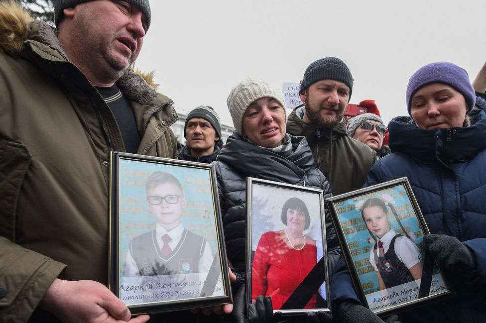 Kemerovo mourners at rally, 27 Mar 18