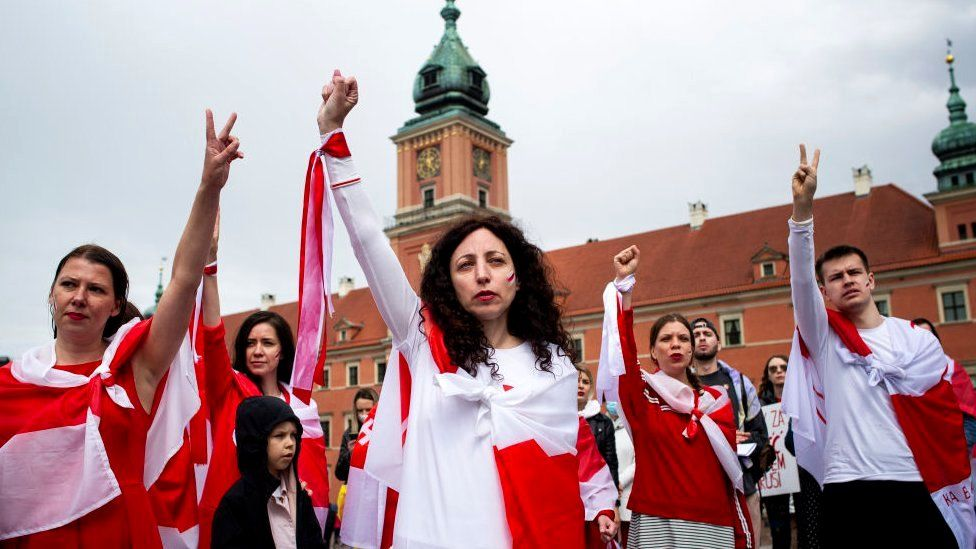 A group of Belarusians and Poles gathered in Warsaw Old Town