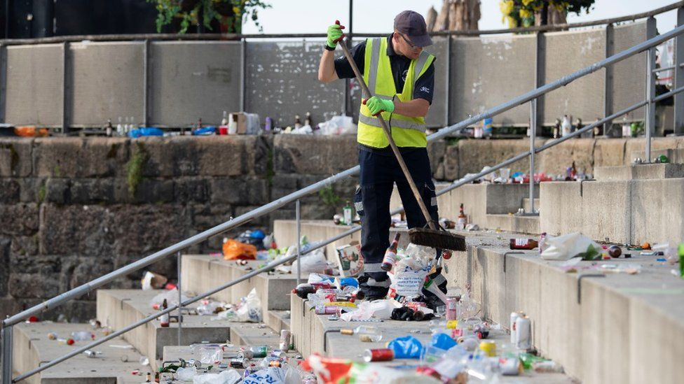 Cardiff Bay litter