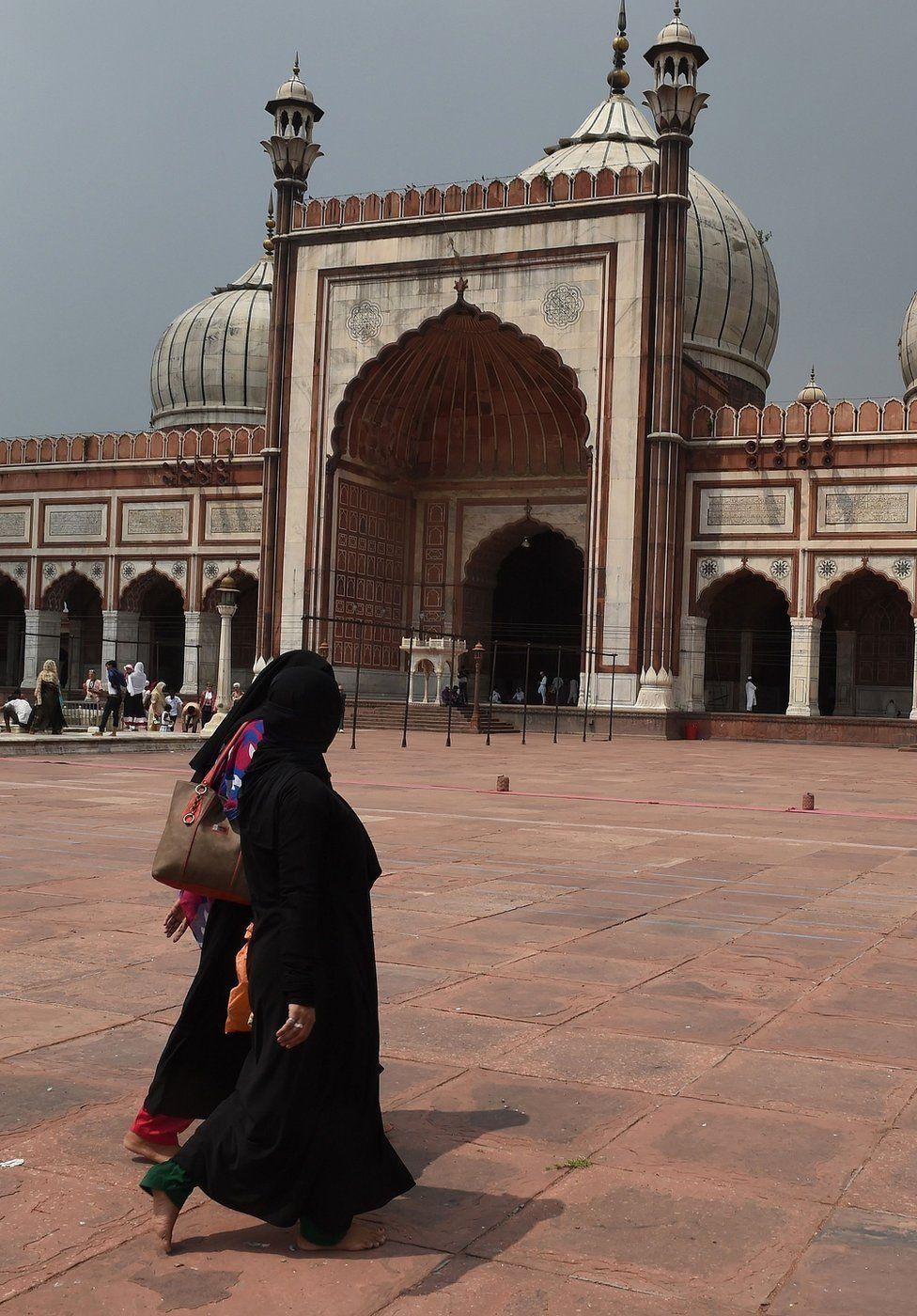 The Hindu-Muslim marriage stuck in India's Supreme Court - BBC News
