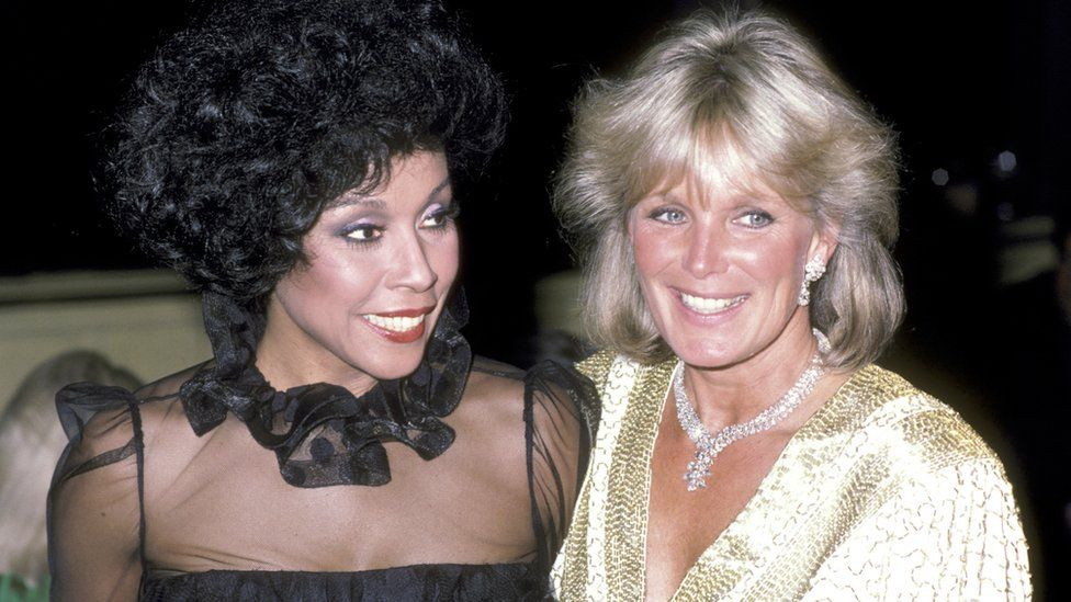 Pictured with her Dynasty co-star Linda Evans in 1984