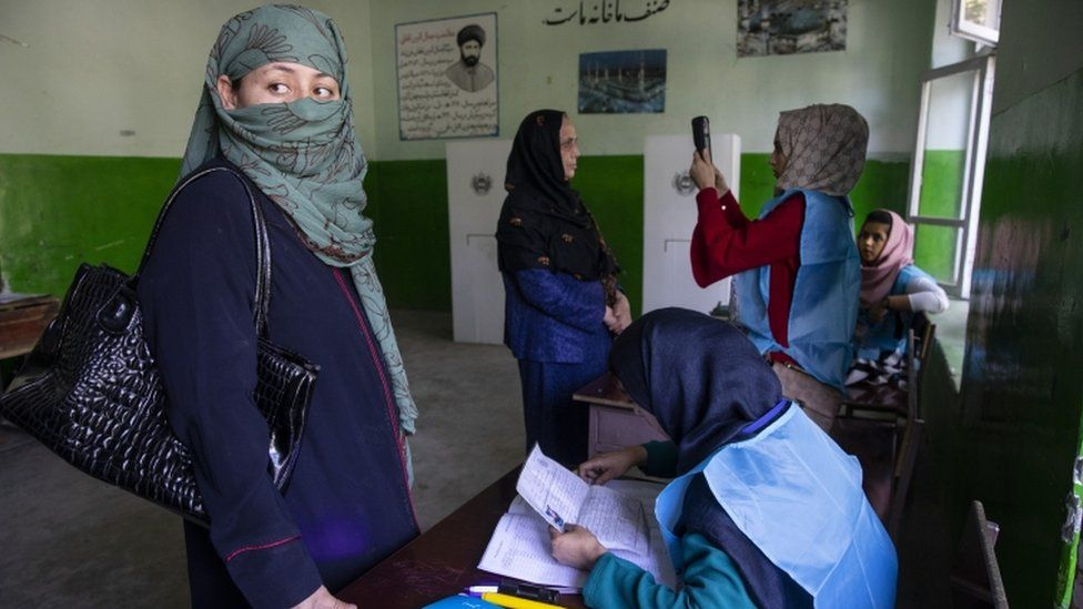 Women vote in Kabul in the presidential election of 2019