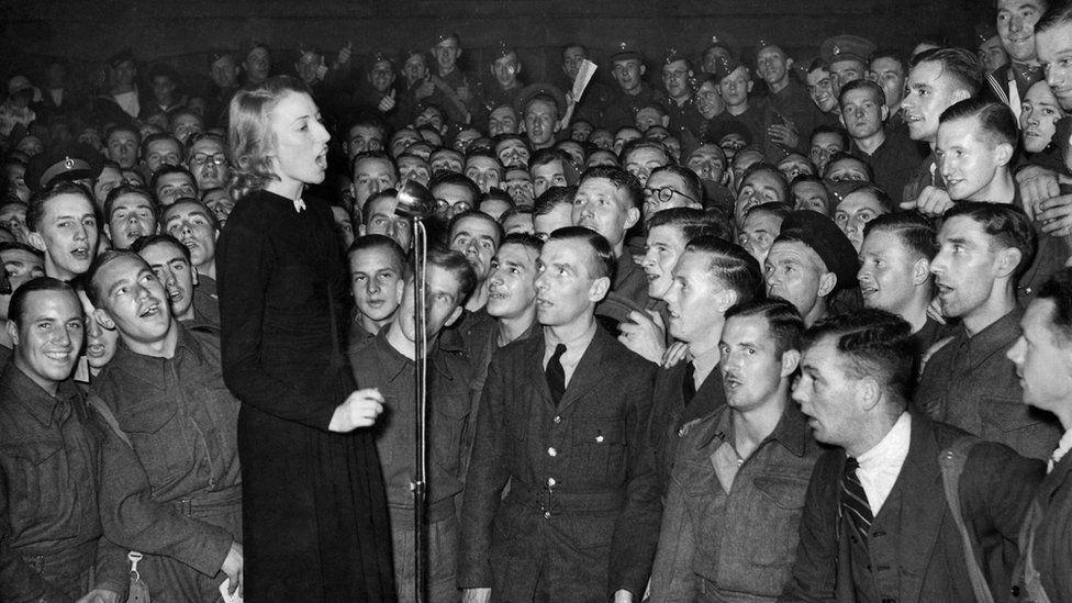 Dame Vera performing for servicemen in 1940