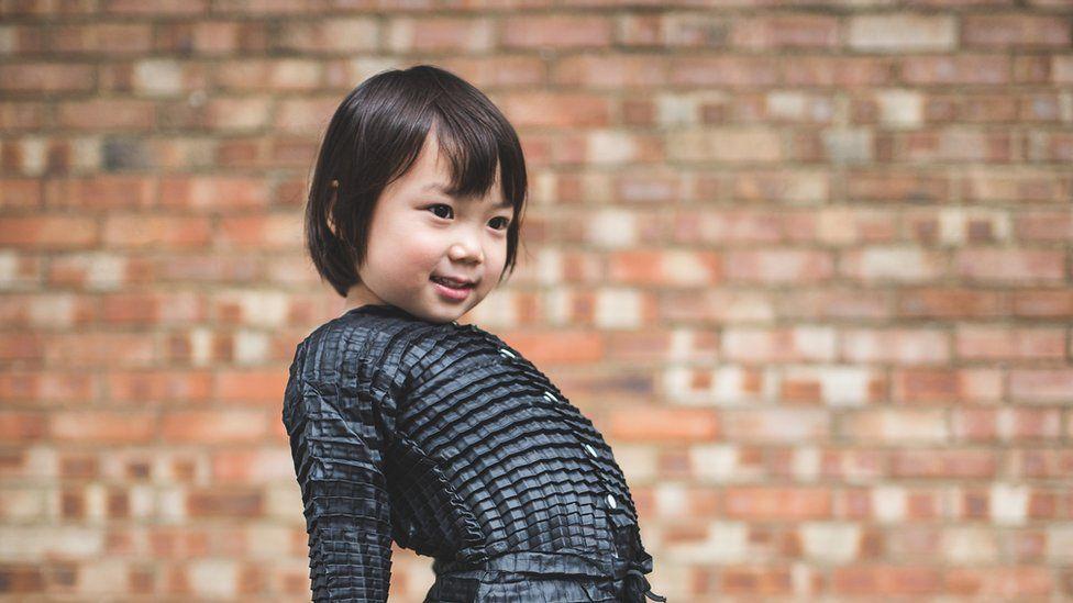 La línea de ropa que se estira y adapta al cuerpo de los niños mientras crecen