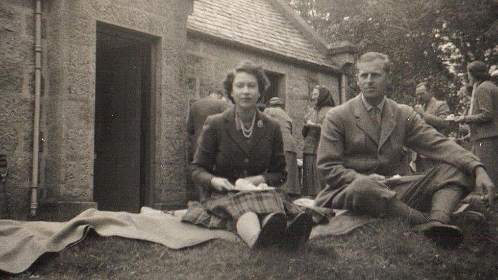 Unseen royal photos and du Maurier poem auctioned