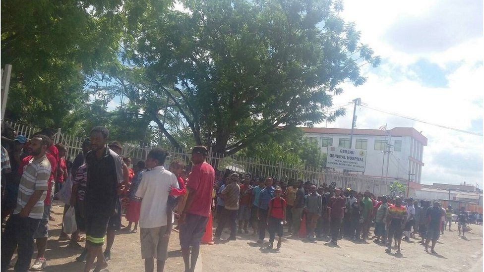 People gather outside Port Moresby General Hospital (8 June 2016)
