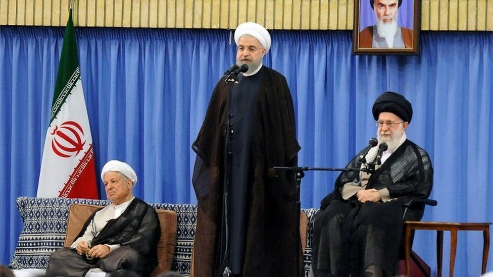 President Hassan Rouhani (centre); former president Akbar Hashemi Rafsanjani (left) and Supreme Leader Ayatollah Ali Khamenei in Tehran (06/07/16)