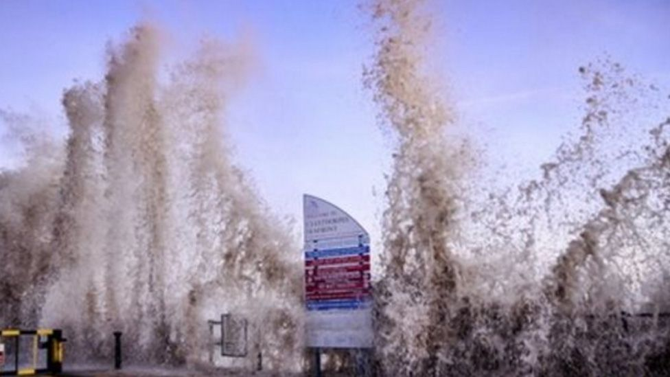 Waves overtopping defence