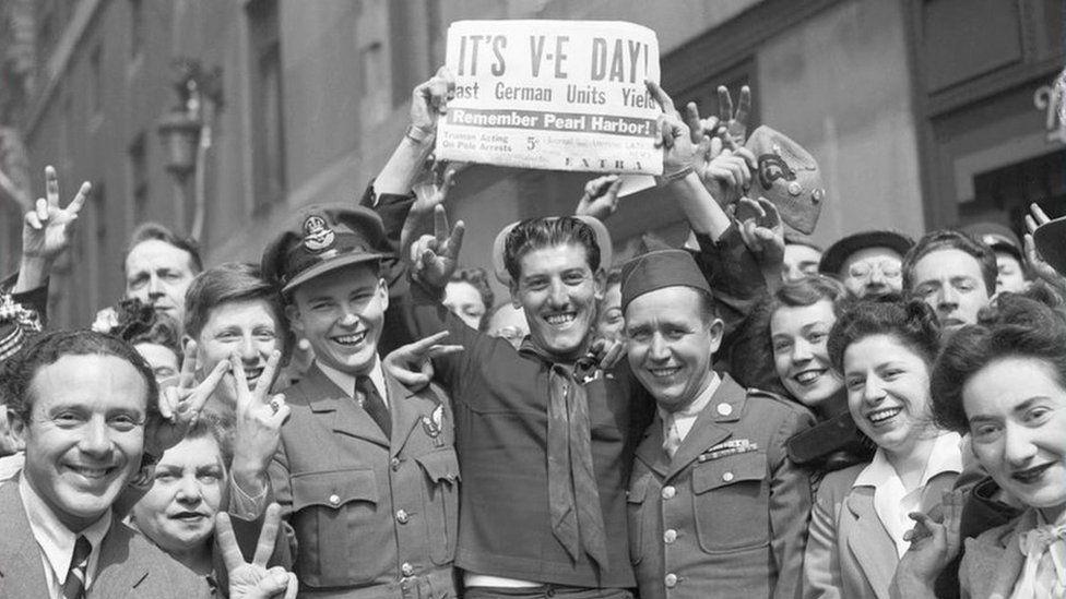 crowds-celebrating-VE-day.