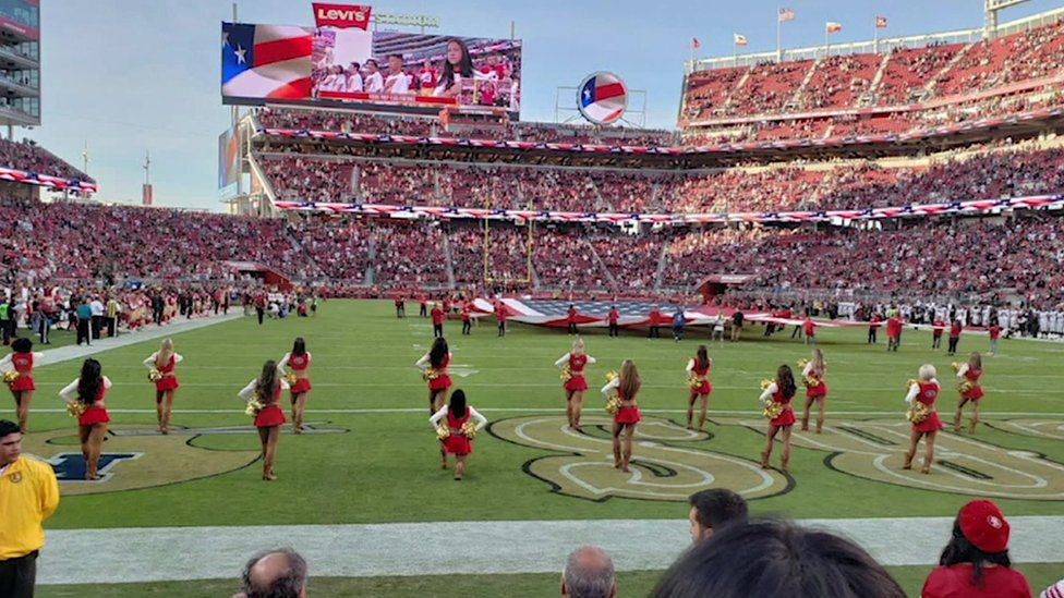 A kneeling cheerleader