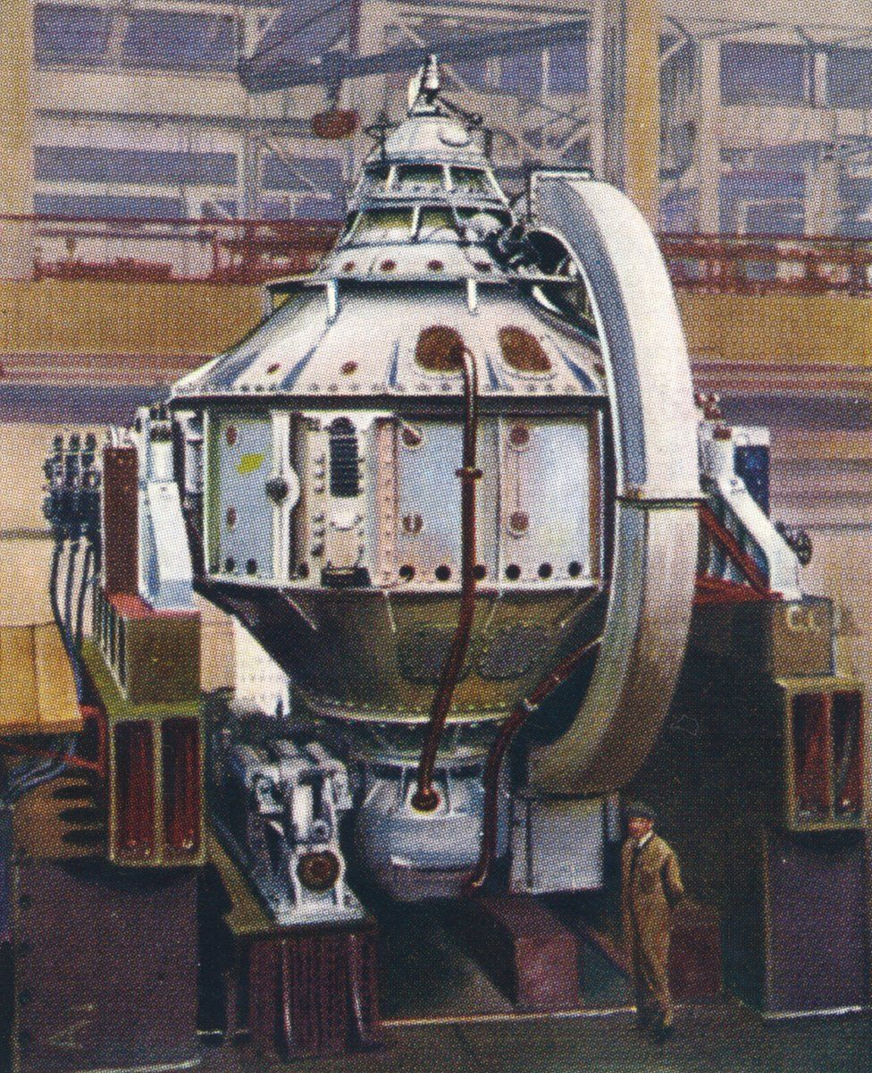 """A cigarette card illustration of a gyrocompass built by the Sperry Gyroscope Company, from a 1938 series called """"Modern Wonders"""""""