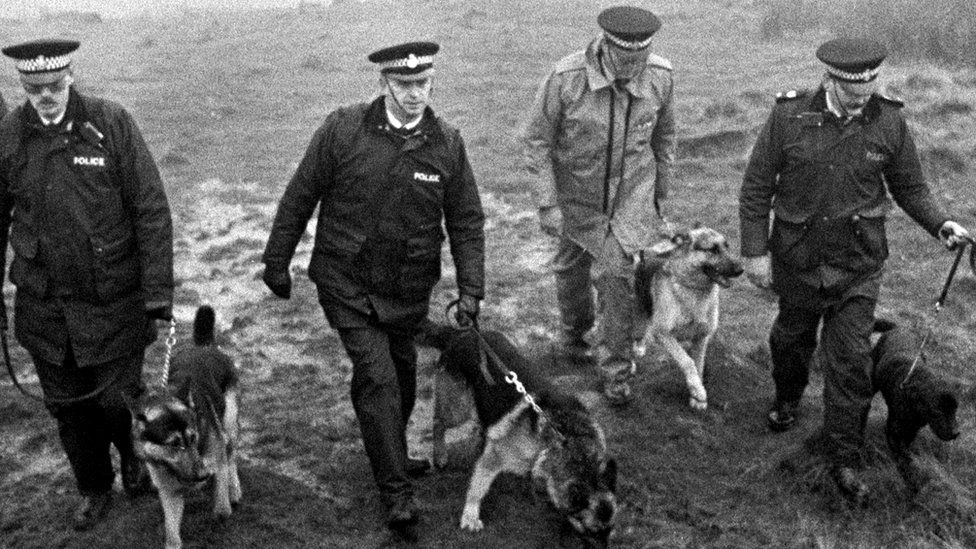 Police using specially trained sniffer dogs on Saddleworth Moor in 1986