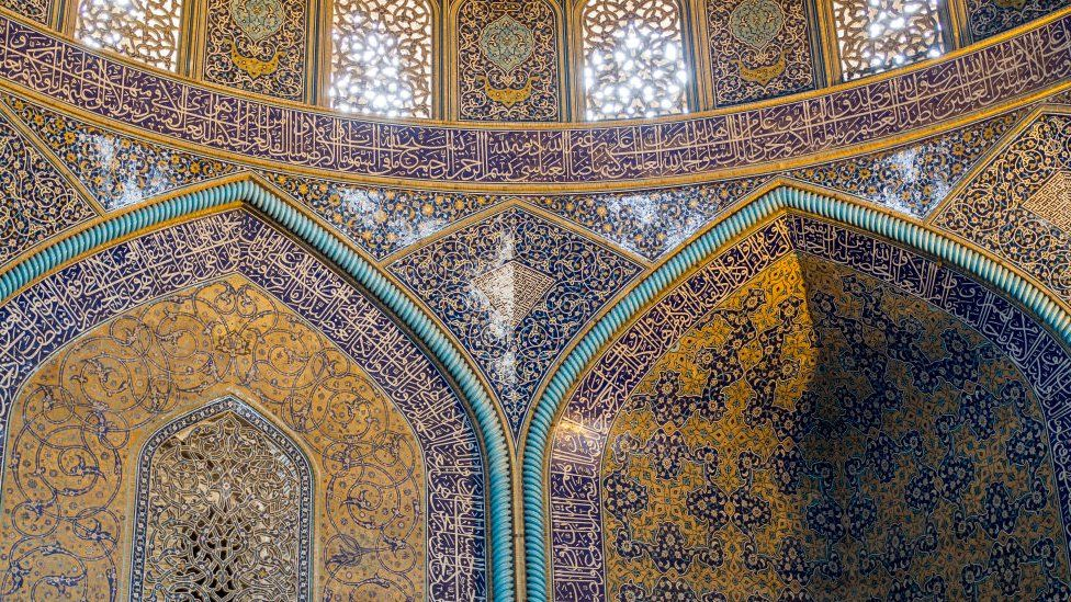 Interior de la Mezquita de Viernes de Isfahán.