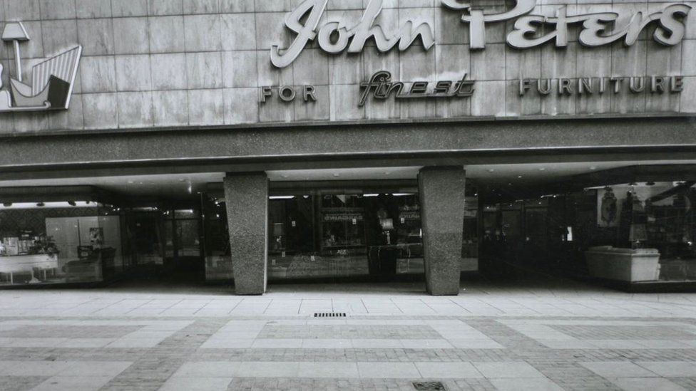 Entrance to John Peters Store on Lands Lane