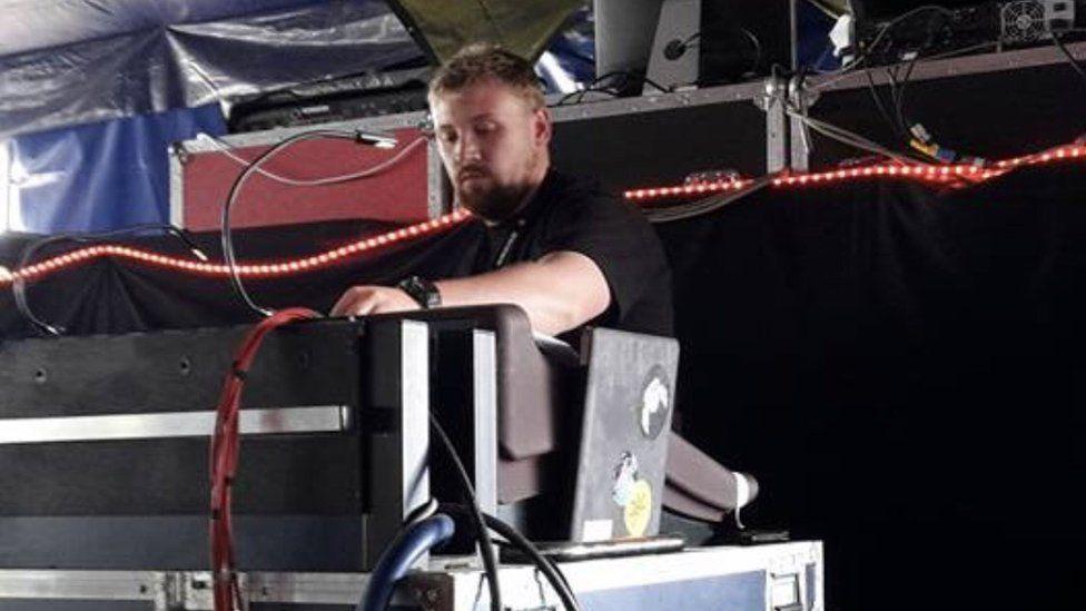 Tom De Brabant sound engineering at a festival