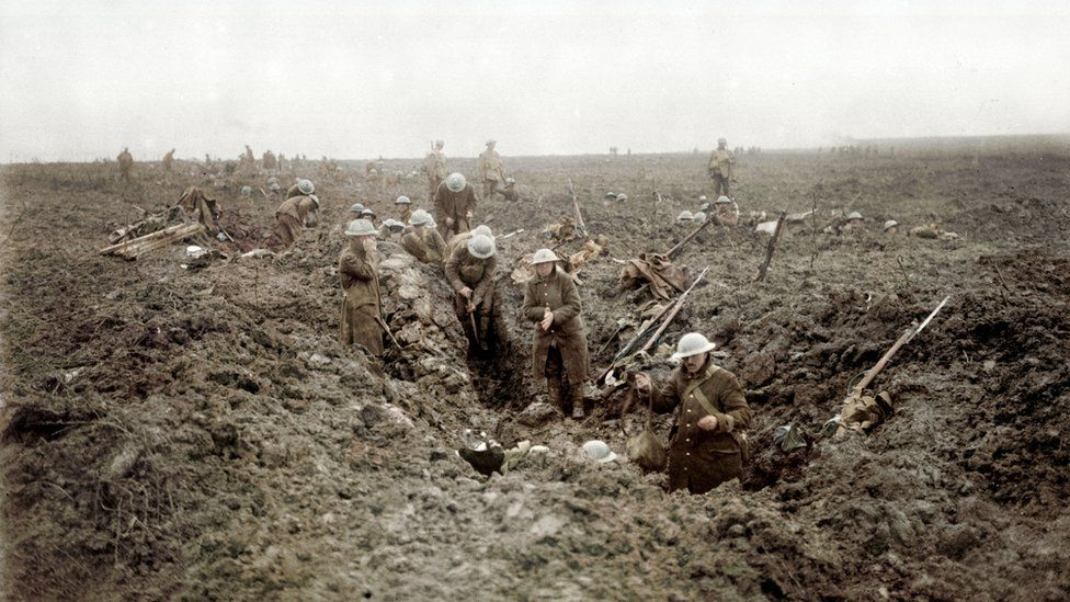Canadian soldiers dig in on Vimy Ridge, April 1917