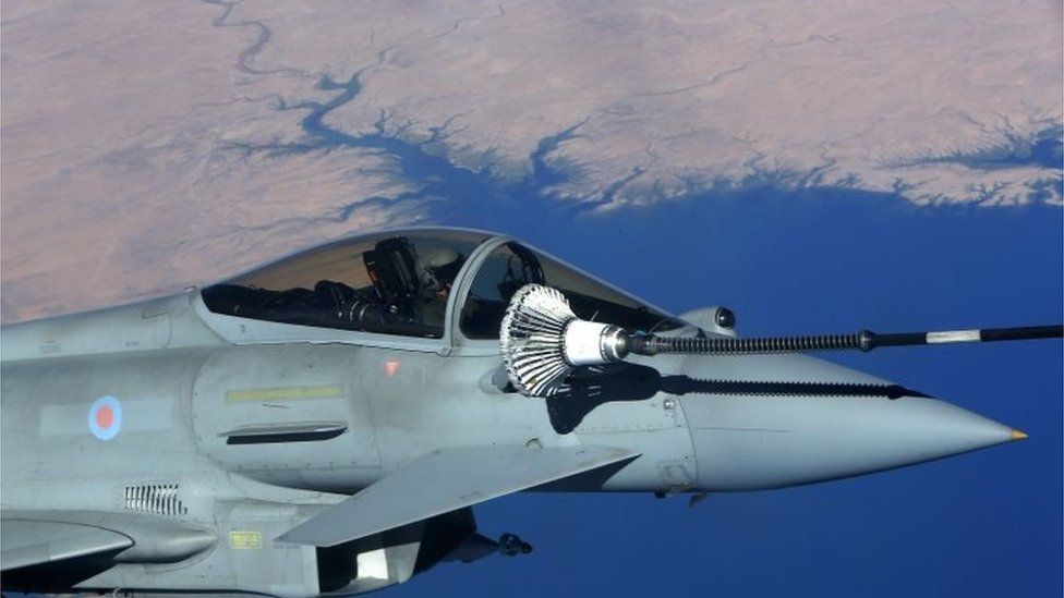UK Royal Air Force Eurofighter Typhoon fighter jet refuelling over Iraq (Sept 2016)