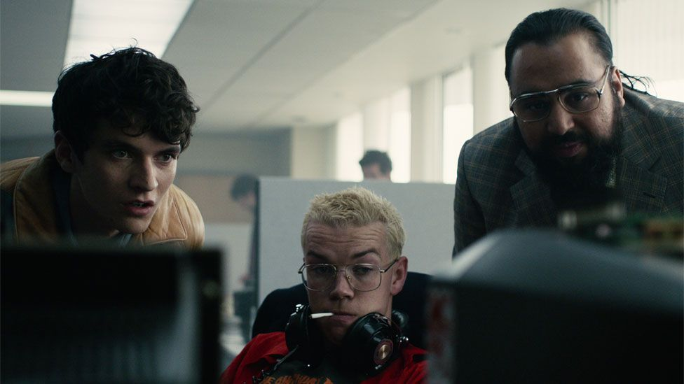 Fionn Whitehead, Will Poulter and Asim Chaudhry in Black Mirror: Bandersnatch