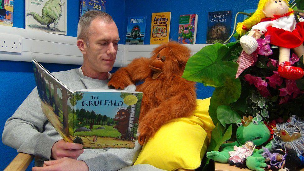 Prisoner reads story
