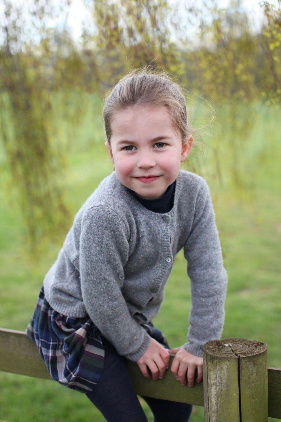Принцессе Шарлотте - четыре года. Новые фото, сделанные герцогиней ...