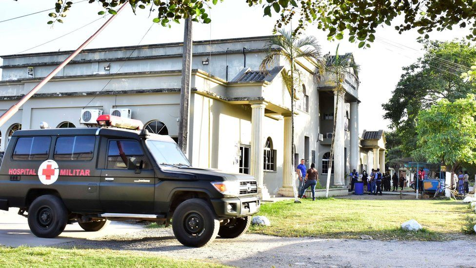 A Honduran military police ambulance sits next to the headquarter of the Justice Palace in El Progreso
