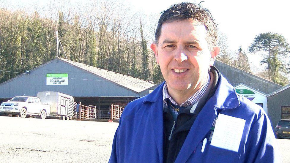 Rhys Davies, prif weithredwr cwmni Farmers Marts, Dolgellau