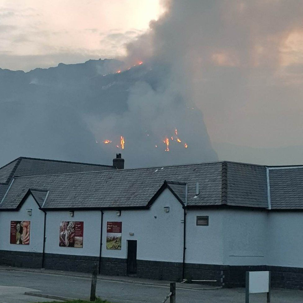 The fire above Blaenau Ffestiniog
