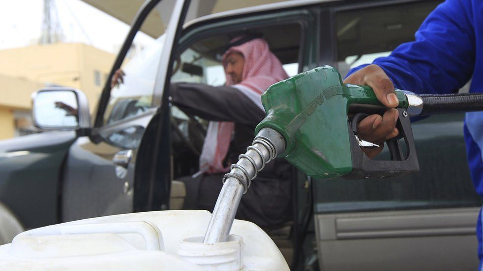 An employee fills a container with diesel at a petrol station in Riyadh (19 December 2012)