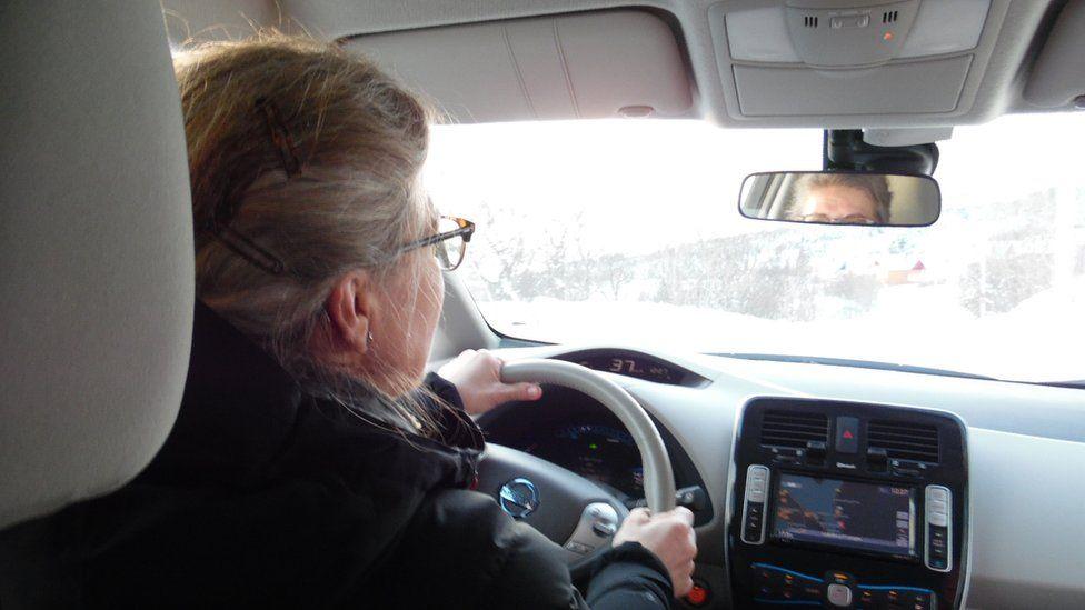 Elisabeth Bryn driving