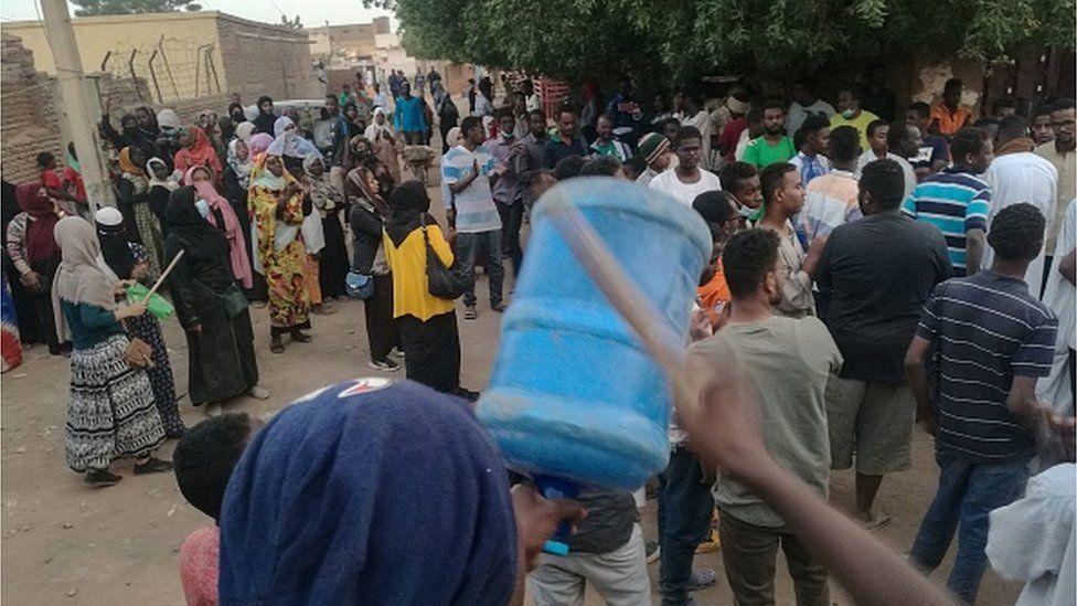 Un commerçant meurt après avoir inhalé des gaz lacrymogènes au Soudan