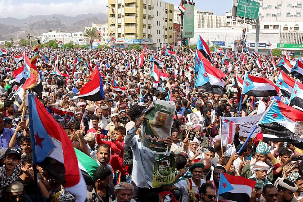 Supporters of Yemen's separatist Southern Transitional Council (STC) demonstrate in Aden on 15 August 2019