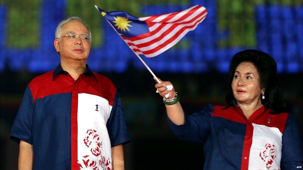 Malaysian Prime Minister Najib Razak looks on as his wife Rosmah Mansor waves a national flag during a rally near Kuala Lumpur - 31 August 2012