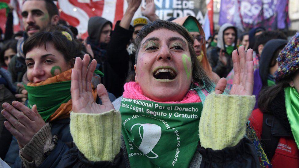 Como a pressão das mulheres abriu caminho para a legalização do aborto na Argentina