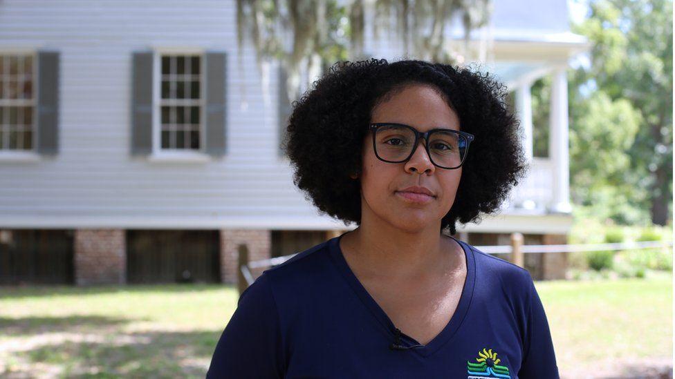 Olivia Williams, guía de la plantación McLeod