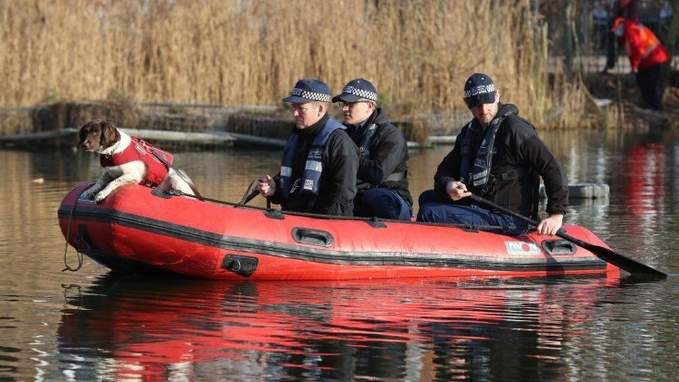 Police officers in a RIB search Eagle Pond on Clapham Common