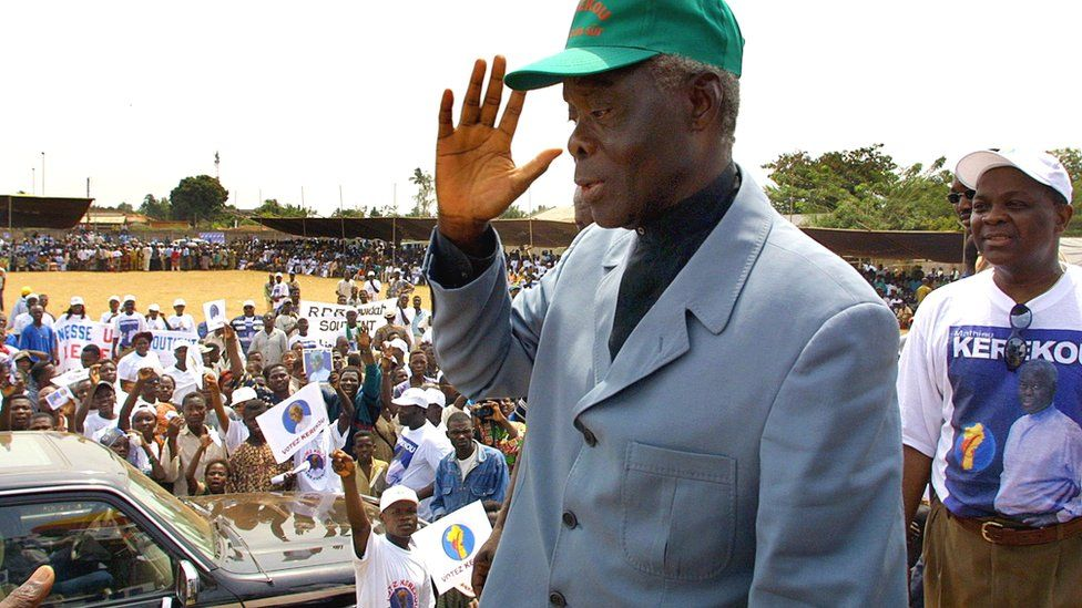 OUIDAH, BENIN: A picture taken 02 March 2001 in Ouidah, 40 km from Cotonou, shows Benin's incumbent President Mathieu Kerekou waving to supporters during an electoral meeting