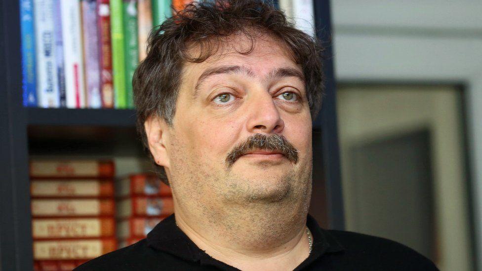 Писатель Дмитрий Быков экстренно госпитализирован в Уфе