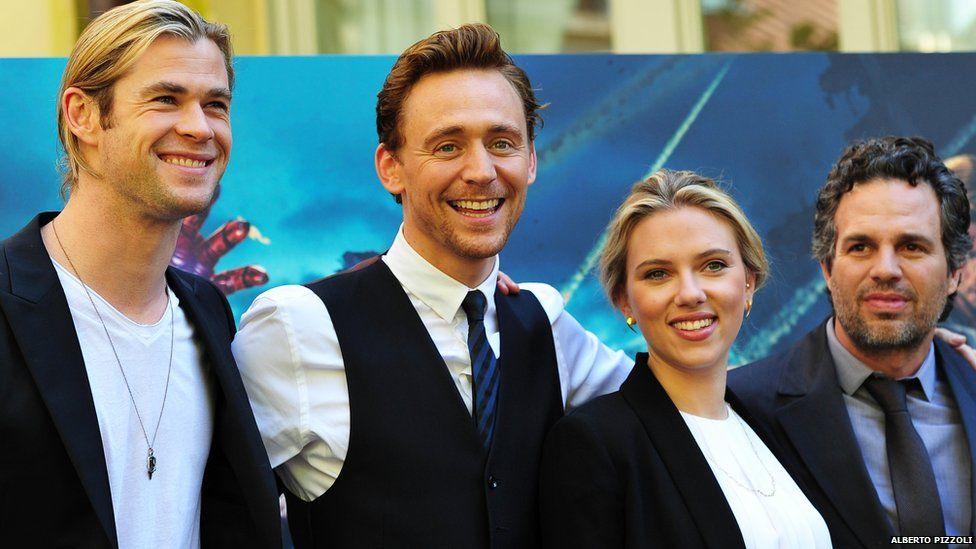 Chris Hemsworth, Tom Hiddleston, Scarlett Johansson and Mark Ruffalo at a 2012 Avengers photocall in Rome