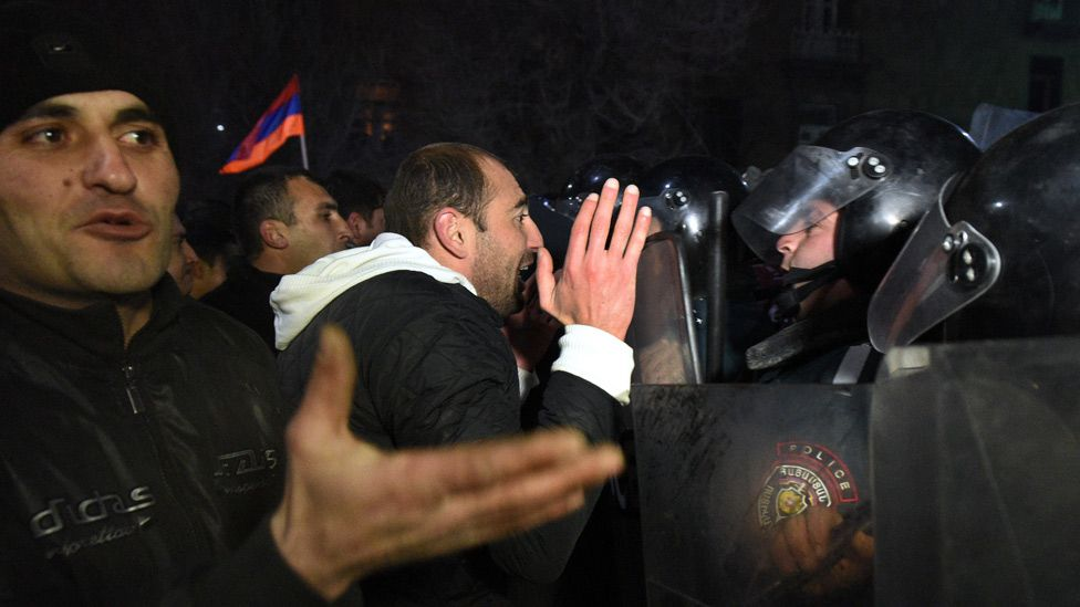 Demonstrators clash with police in Gyumri after massacre of family, 15 Jan 15